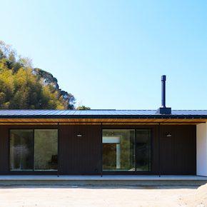 シンプルな切妻屋根の平屋です。