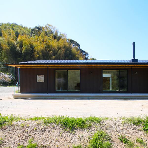 シンプルな切妻屋根の平屋です
